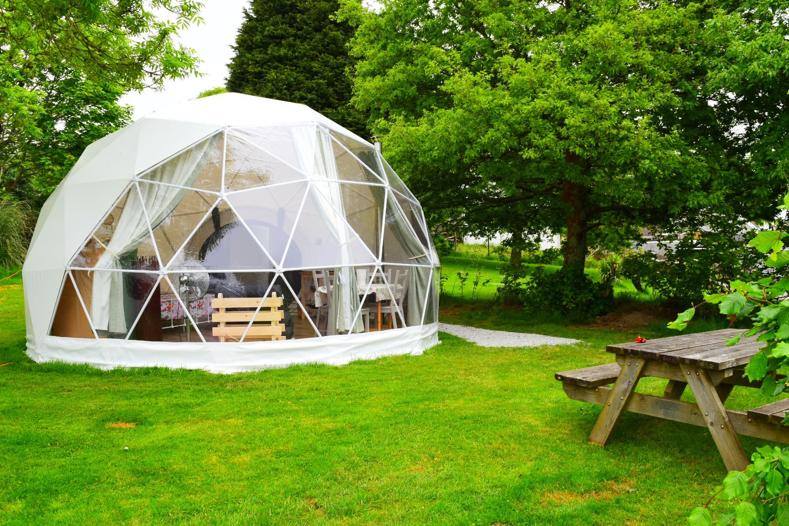 East crinnis holiday park glamping for Holiday home garden design